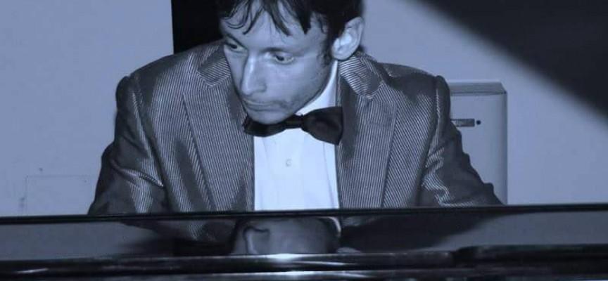 Пианистът Джовани Бис гостува довечера на Симфоничния