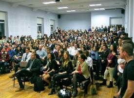 За уикенда: 330 деца идват за турнир по речи и дебати