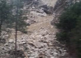 Свлачище и по пътя Пещера – Батак