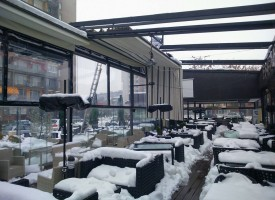 В Пазарджик: Снегът потроши навеси на заведения и автомивки