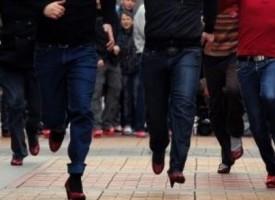 """Те изминаха """"километър с нейните обувки"""""""
