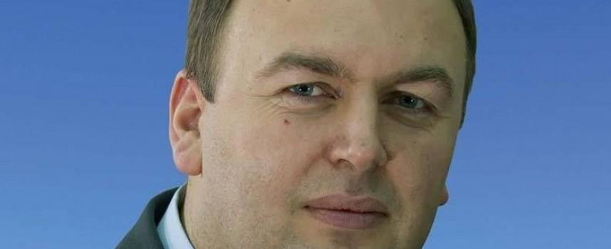 """Кметът на Сърница Неби Бозов кара """"Опел"""""""