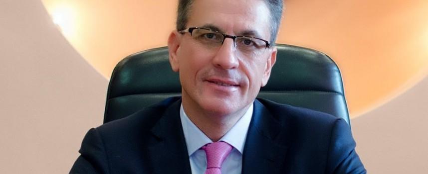 Кметът Тодор Попов съобщава промените в администрацията