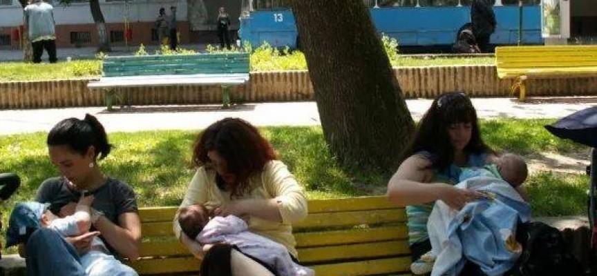 """Пазарджишките майки се обявиха """"За"""" кърменето на открито"""