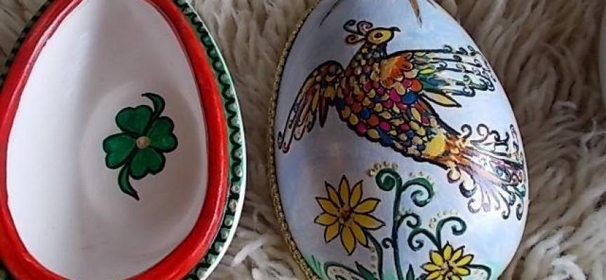 """""""Хефест"""" предлага уникални великденски яйца на базар в Библиотеката"""