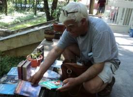 Букинист предлага книги и в нета