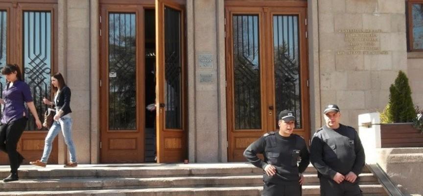 Пазарджик: Фалшив сигнал за бомба опразни Съда