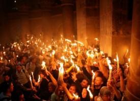 Архимандрит Яков ще донесе Благодатния огън в събота