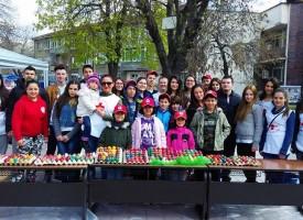 Младите от БЧК боядисваха яйца пред полицията