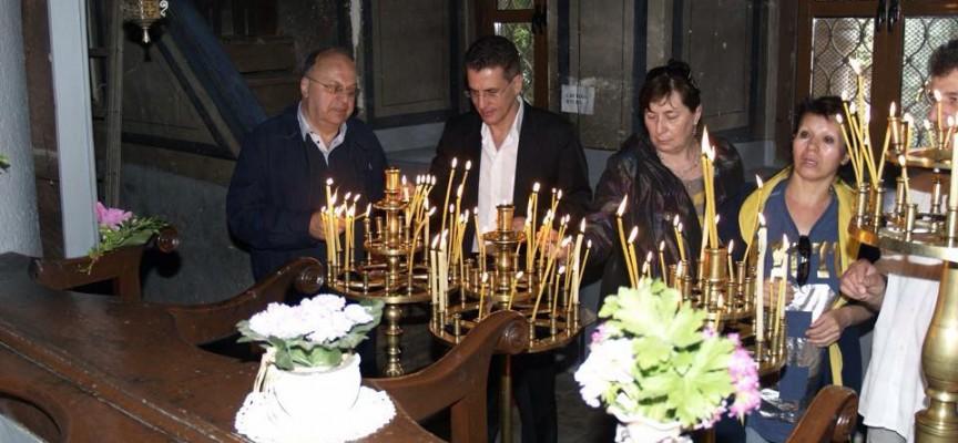 Тодор Попов бе забелязан на службата в Св.Богородица