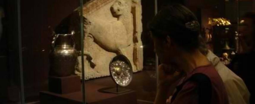 Стрелчанският лъв има самостоятелна витрина в Лувъра