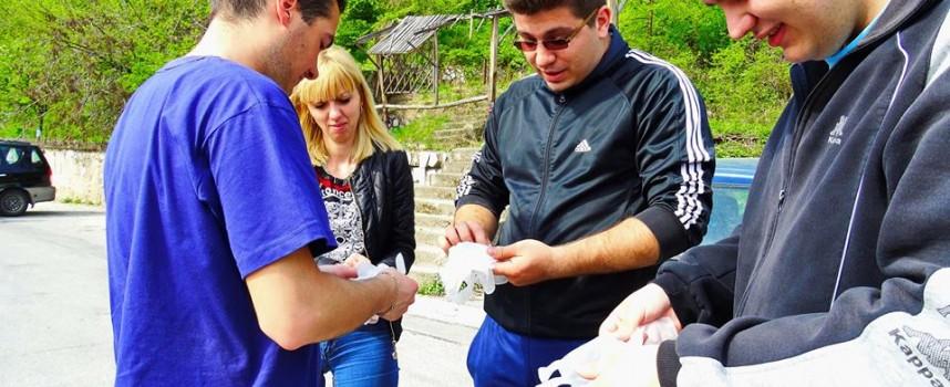 Стотици доброволци се включиха в акция за почистване в Пещера