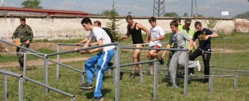 Утре: Деца хвърлят гранати в състезание