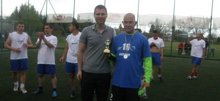 Асарелци спечелиха благотворителния футболен турнир в Панагюрище