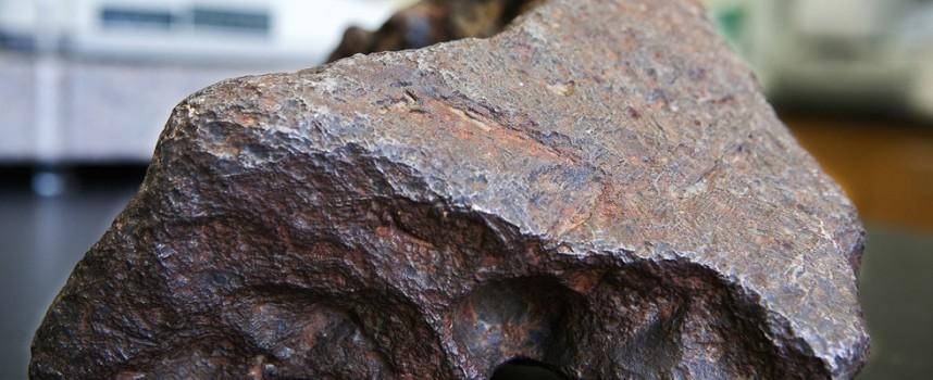Парче от рядък метеорит може да ви донесе от 200 до 5000 долара за грам