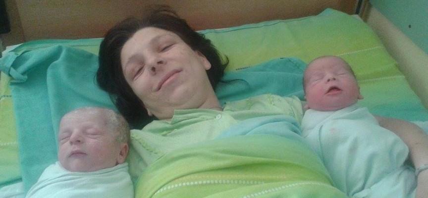 Щъркелът донесе днес: Близнаци се родиха в Пазарджик в деня на кралското бебе