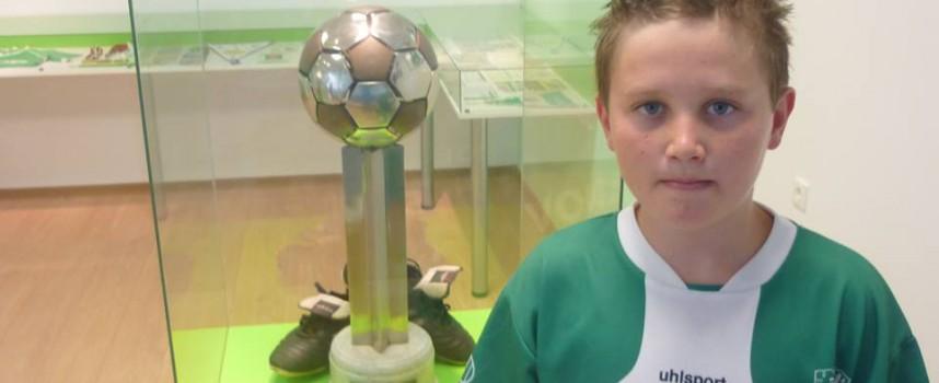 """Прощъпулник: 12 годишен отразява футболните срещи на ФК""""Спартак"""" – Бошуля"""