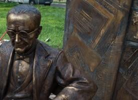 В Самоков: Творчески тандем от Пазарджик сътвори паметник на Константин Фотинов