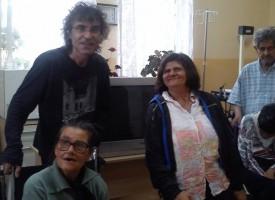 Владо Въргала дари телевизор на социален дом в Щърково