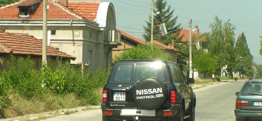 Главната улица на Бошуля сваля тасовете на колите