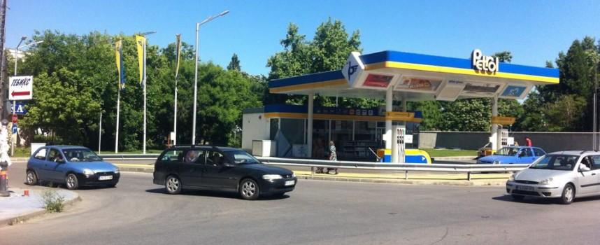 """Подписката за светофара на ул.""""К.Величков"""" и """"Цар Освободител"""" тече на няколко места"""