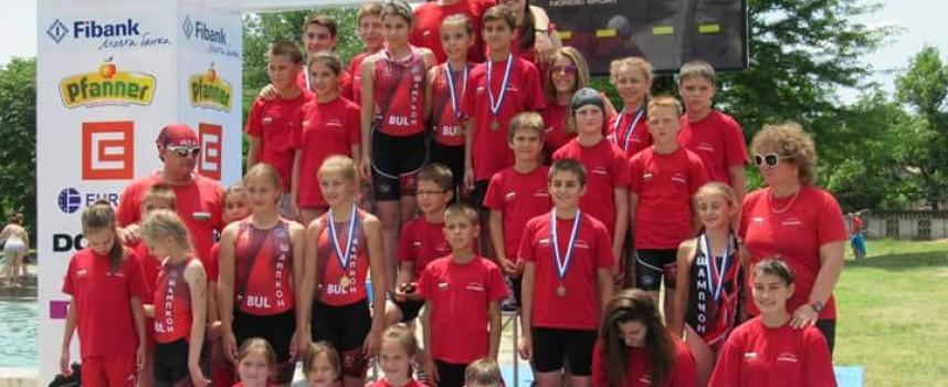 """Две титли и 8 медала за """"Шампион""""на Държавното по акватлон в Баня"""