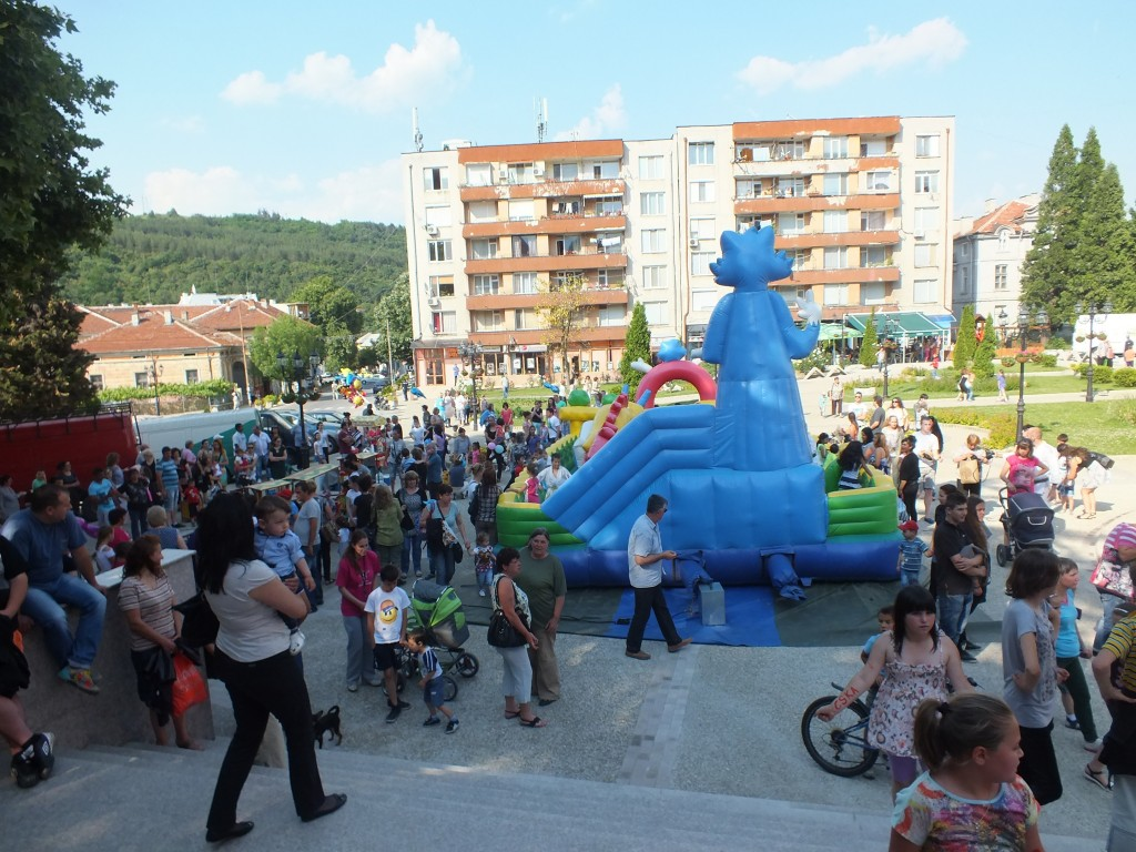 1 юни - площад Освобождение