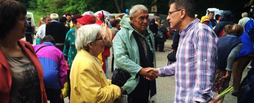 50 автобуса откараха пенсионерите до Добра вода