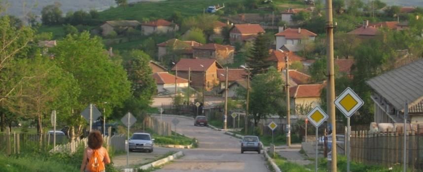 """""""Опел"""" горя край Сърница"""