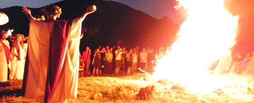 Тази нощ: Орфистите почитат Лятното слънцестоене