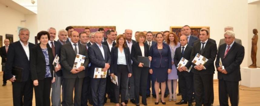 """Министър Павлова делегира права на кметовете по """"Региони в растеж"""""""