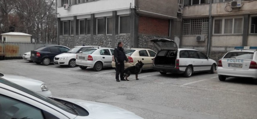 Крадец разби кафене в Мало Конаре