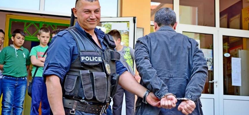 В кауша: Брациговец с марихуана, пазарджиклия с незаконни цигари и алкохол
