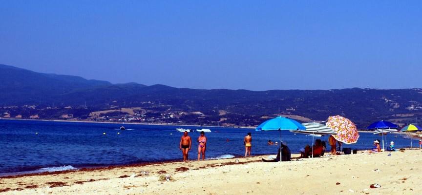 Отпускари: Пълнете резервоарите и носете пари в брой в Гърция