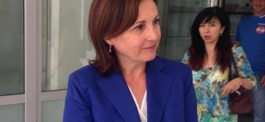 Министър Бъчварова поздрави служителите си с днешния празник