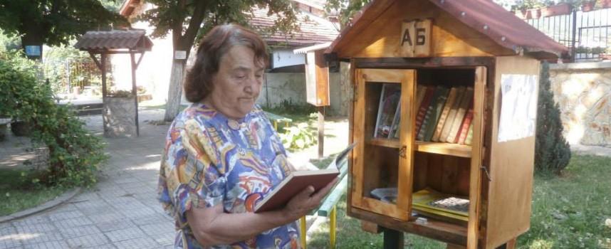 За лятото: Брациговци си направиха минибиблиотечка