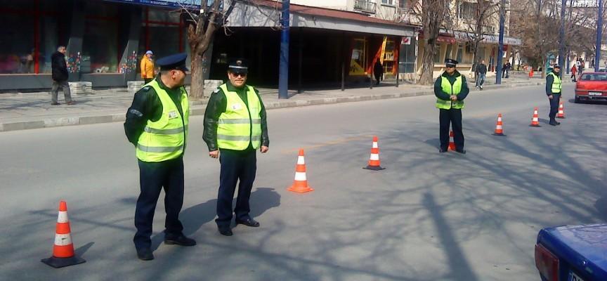 Задържаха мъж предложил 100 лв. подкуп на полицаи