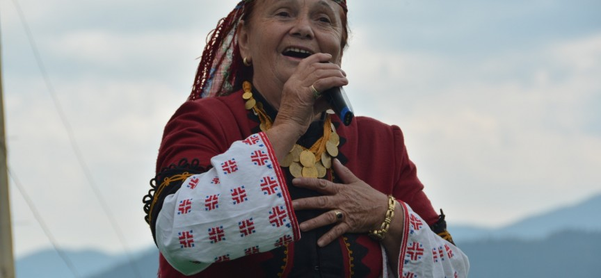 Валя Балканска открива гайдарското надсвирване в Равногор