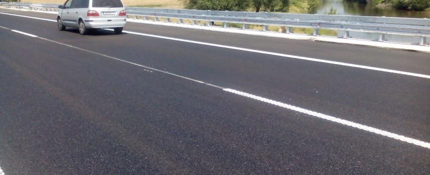Пуснаха всички платна на магистралата на моста над Тополница