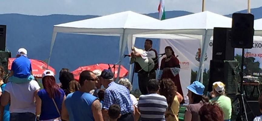 Стотици се събраха в Равногор за надсвирването