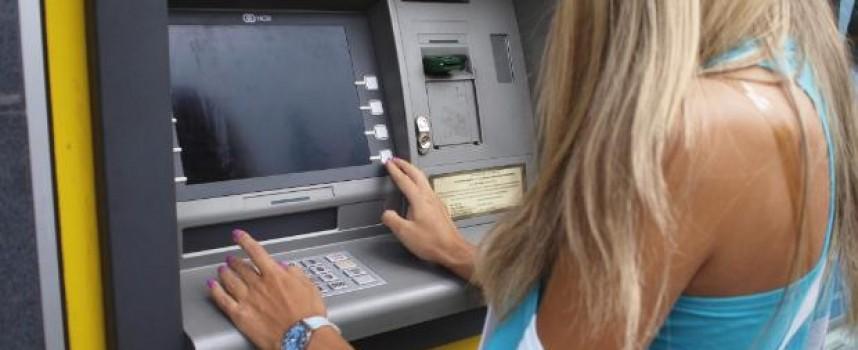 Банков управител: Пазарджиклии все повече пазаруват с кредитна карта