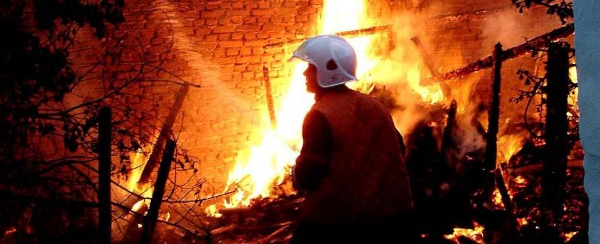 Пожар в Алеко Константиново обгори стопанинина на пострадалия дом