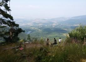 Съботни маршрути: Гарвановата скала край Атолука дарява невероятна гледка
