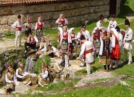 560 участника представят областта в Копривщица