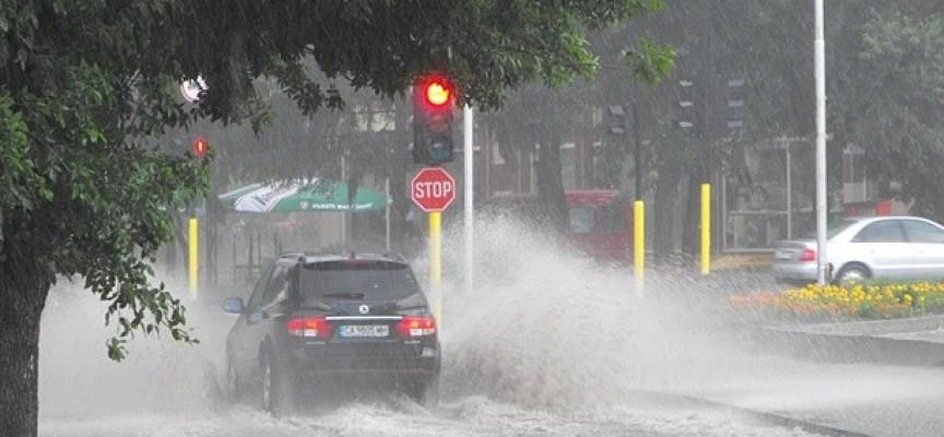 След дъжда: Ниските етажи на МБАЛ – Пазарджик плувнаха във вода