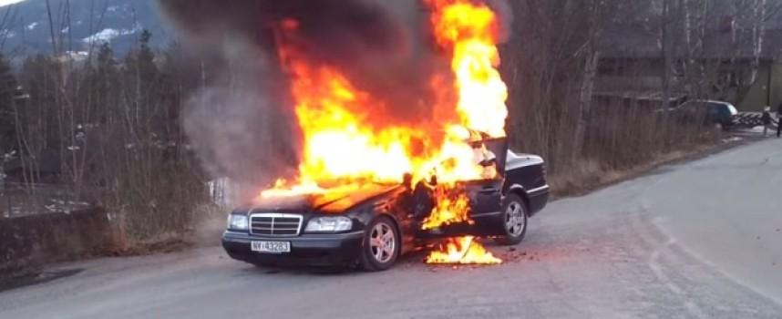 Кола изгоря за шест минути в Пещера
