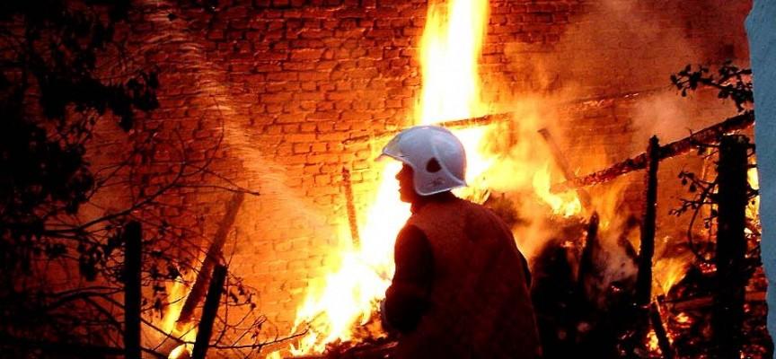 Мъж бе обгазен при пожар на къща в Оборище