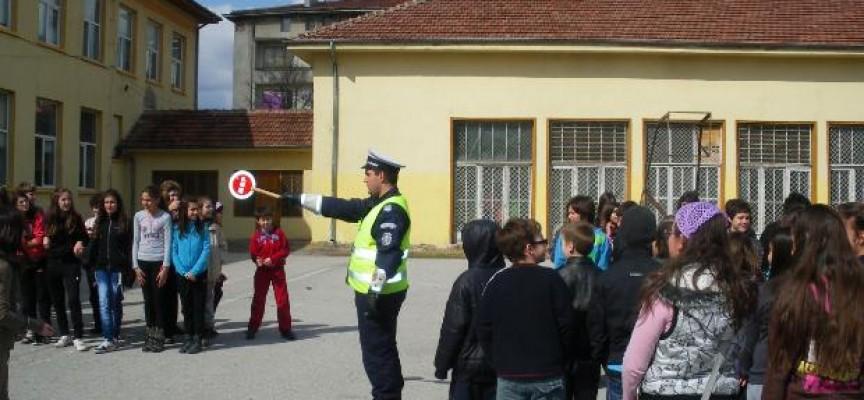 Полицията с беседи за пътна безопасност след първия учебен ден