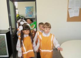 """Обучение по пътна безопасност за децата от ЦДГ """"Пролет"""" в деня на отворени врати на Автогара Пазарджик"""