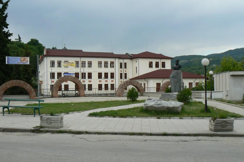 26Belovo-Bulgaria-school-monument